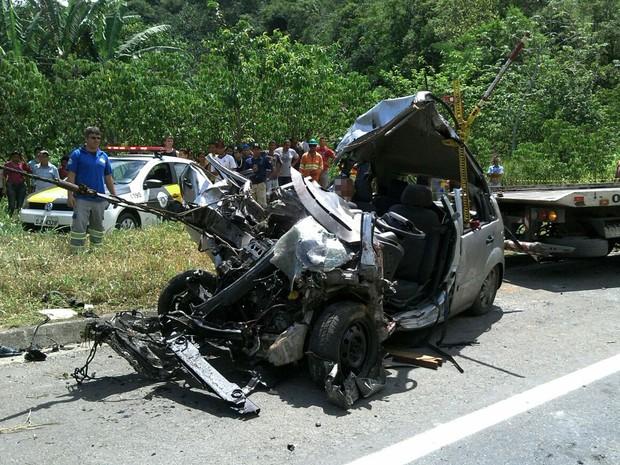 Acidente mata três, fere um e deixa carro irreconhecível em Itariri, SP (Foto: Eduardo Pires/Arquivo Pessoal)
