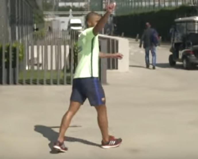 """BLOG: Rafinha supera companheiros e vence """"desafio da parede"""" no Barcelona"""