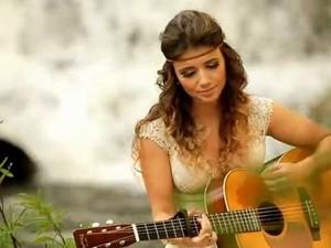 Paula Fernandes no clipe de 'Eu sem você' (Foto: Reprodução)