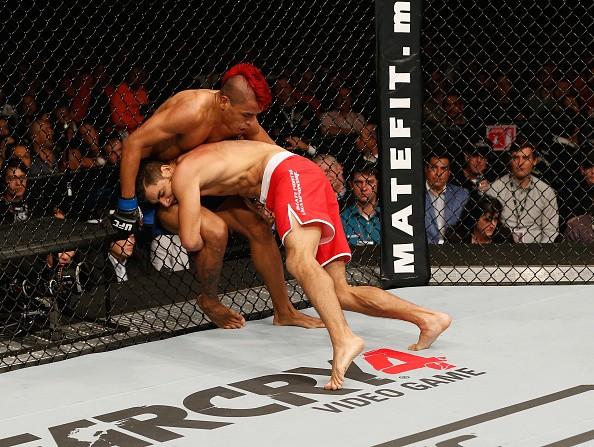 Yair Rodriguez Leonardo Morales UFC 180 (Foto: Josh Hedges/Zuffa LLC)