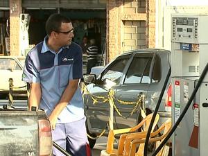 Motoristas procuram alternativas para economizar na hora de abastecer (Foto: Felipe Lazzarotto/EPTV)