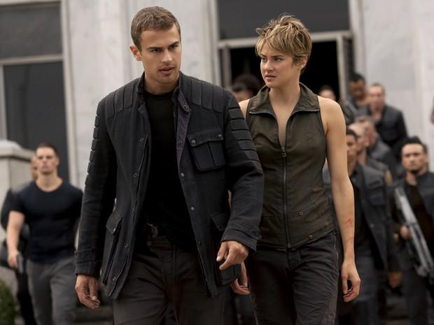 Theo James e Shailene Woodley em 'A série Divergente: Insurgente' (Foto: Divulgação)