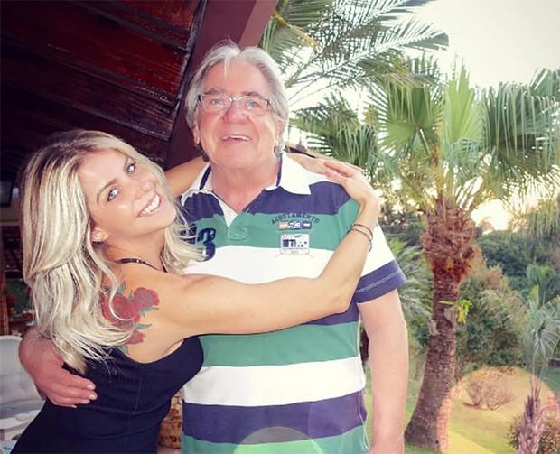 Karina Bacchi com o pai (Foto: Reprodução / Instagram)