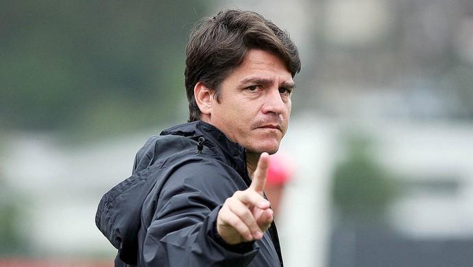 Aarão Alves, técnico do Santos sub-17 (Foto: Pedro Ernesto Guerra / Santos FC)