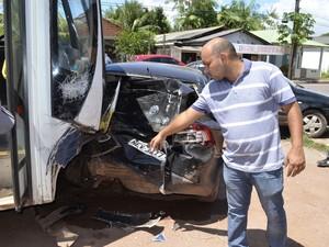 Weligton Ramos, de 33 anos, dono do último carro atingido pelo ônibus (Foto: Dyepeson Martins/G1)