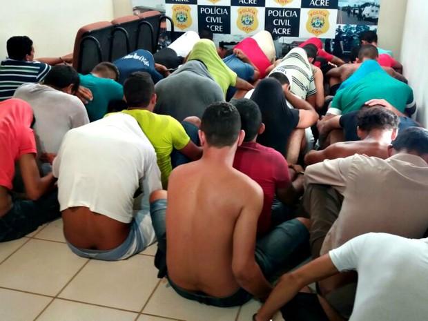 Presos foram encaminhados para a 3ª Regional em Rio Branco  (Foto: Iryá Rodrigues/G1)