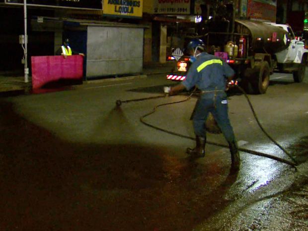 Prefeitura inicia obras de recapeamento em ruas de Poços de Caldas (MG) (Foto: Reprodução EPTV)