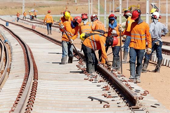 Resultado de imagem para construções de ferrovias privadas
