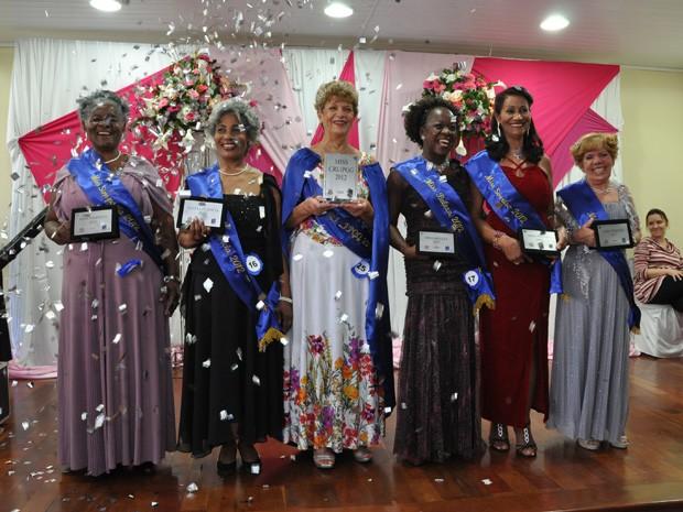 Idosas vencedoras receberam placas como recordação do prêmio (Foto: William Pereira/ Sec. Est. da Saúde de SP)
