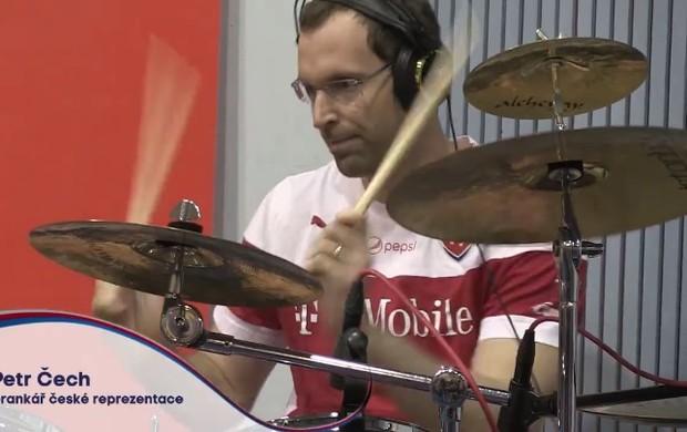 BLOG: República Tcheca grava hino da Euro, e Cech mostra desempenho como baterista