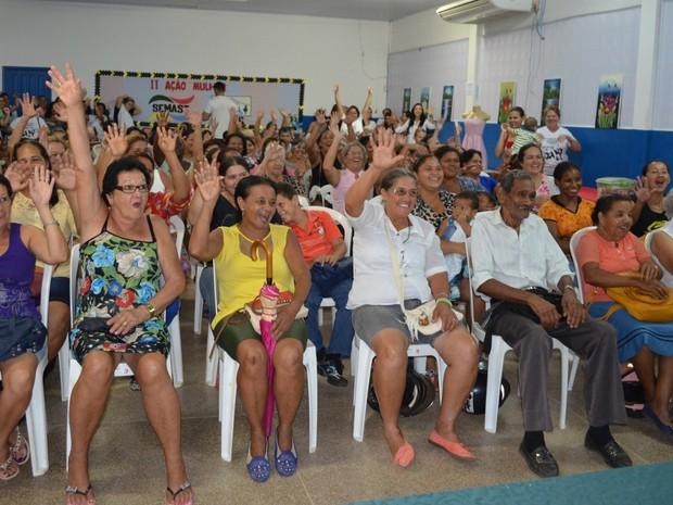 Mulheres recebem atendimento em Cacoal, RO (Foto: Magda Oliveira/G1)