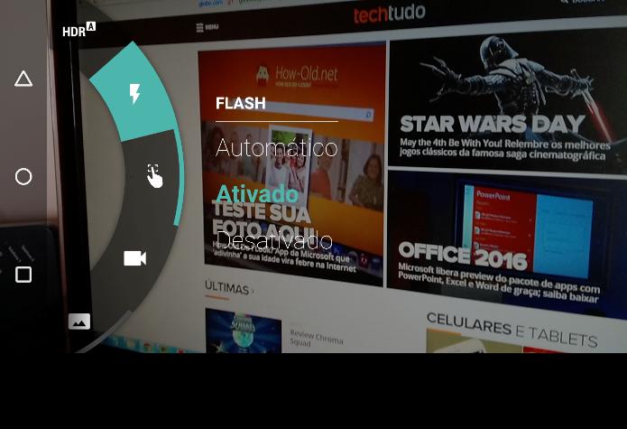 Acessando as configurações do flash da câmera (Foto: Felipe Alencar/TechTudo)