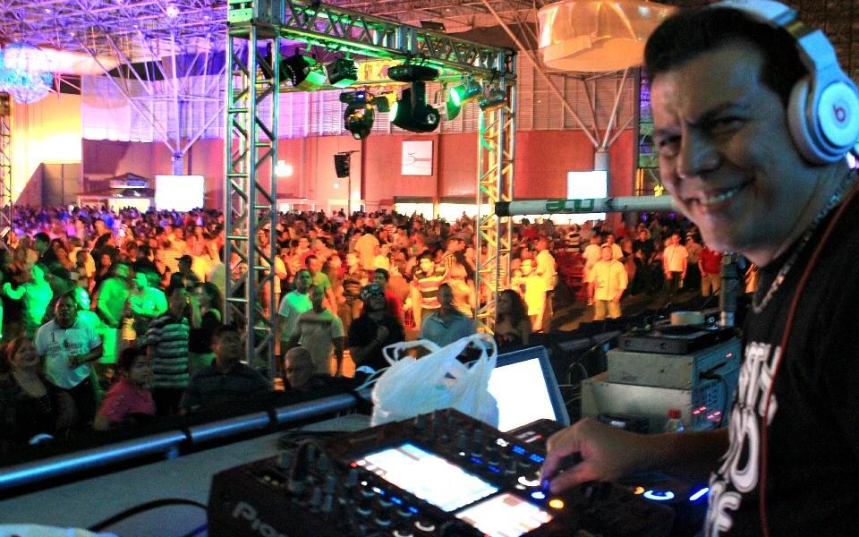 Festa Studio Disco celebra 40 anos da TV Amazonas (Foto: Marcos Dantas/ G1 AM)
