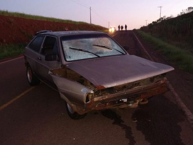 Dois carros bateram de frente na RS-402, em Colorado (RS) (Foto: Polícia Rodoviária Estadual/Divulgação)