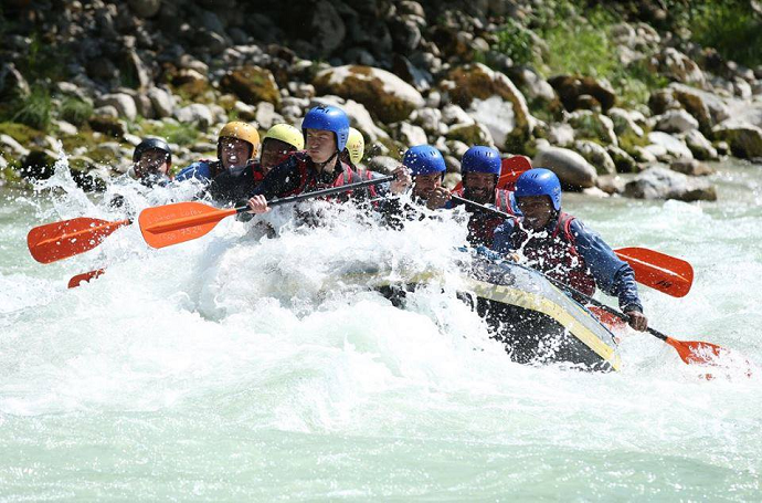 BLOG: Descanso, que nada! Time austríaco se prepara para Champions fazendo rafting