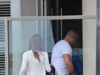 Ronaldo e Paula Morais são clicados ao chegar de viagem em casa