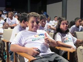 Alunos de projetos apoiados pelo Criança Esperança assistiram ao espetáculo Luiz e Nazinha (Foto: Globo)