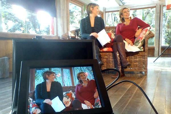 Laura Medina e Isabel Ferrari durante gravação do Vida e Saúde (Foto: Divulgação/ RBS TV)