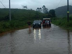 Só carros mais altos passam na estrada, disse um visitante  (Foto: Paulo Sérgio da Costa/Arquivo Pessoal)