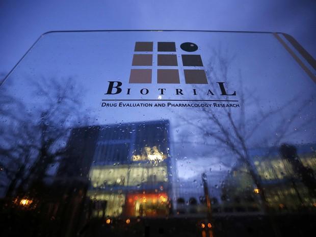 Entrada do laboratório Biotrial, na França (Foto: REUTERS/Stephane Mahe)