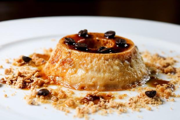 Pudim com caramelo de café e farofa de paçoca: irresistível (Foto: Divulgação)