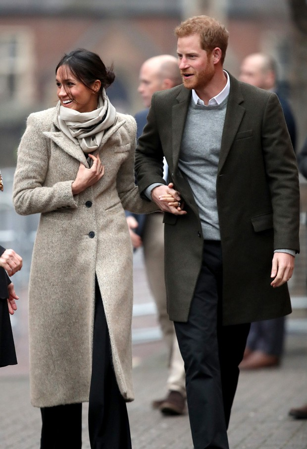 LONDON, ENGLAND - JANUARY 09:  Prince Harry (R) and his fiancee Meghan Markle visit Reprezent 107.3FM on January 9, 2018 in London, England. The Reprezent training programme was established in Peckham in 2008, in response to the alarming rise in knife cri (Foto: Getty Images)