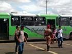 Ônibus com 125 passageiros é multado e esvaziado pela polícia