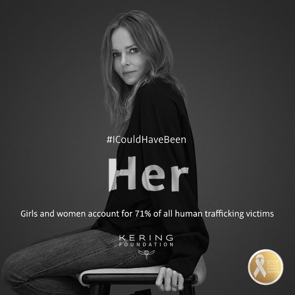 """Stella McCartney: """"Eu poderia ter sido ela. Meninas e mulheres representam 71% das vítimas de tráfico de pessoas"""" (Foto: Divulgação)"""