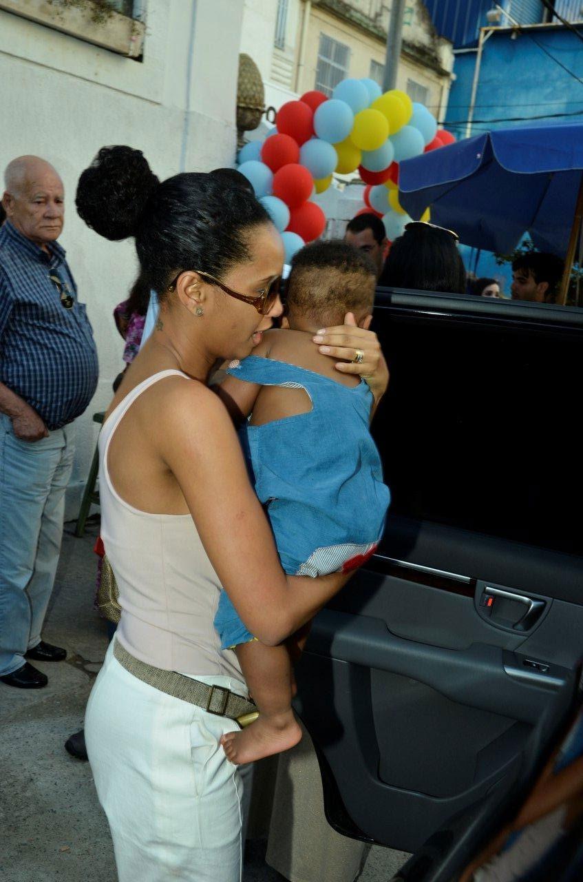 Taís Araújo e o aniversariante, João Vicente (Foto: Alex Palarea e Daniel Delmiro / AG. News)