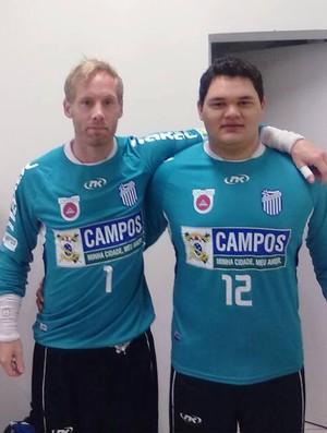 Victor Anderson (direita) é um dos goleiros do time Campos/Goytacaz (Foto: Arquivo Pessoal)