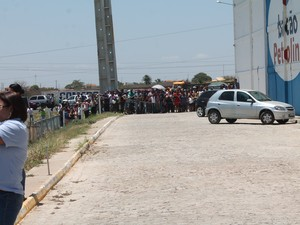 Publico ficou na expectativa pelos alvamento (Foto: Amanda Franco/ G1)