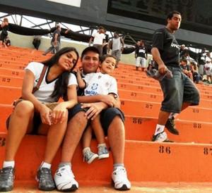 Família acompanha jogo do Timão no Pacaembu, em 2011 (Foto: Francisco Netto/Arquivo Pessoal)