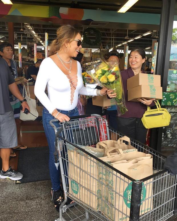 Mariah Carey em supermecado em Honolulu, no Havaí (Foto: Instagram/ Reprodução)