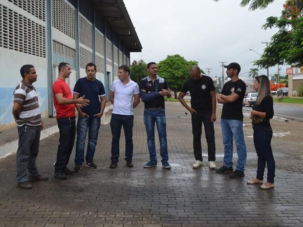 Concursados, em Ji-Paraná, aguardam a contratação pelo Governo do Estado como agentes penintenciários. (Foto: Pâmela Fernandes/G1)