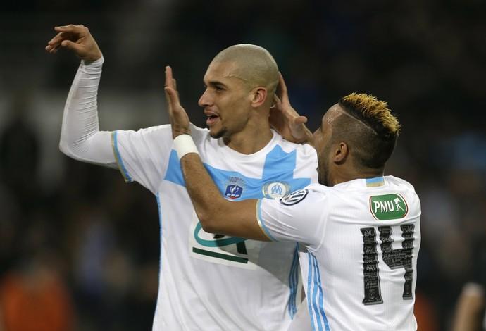 Doria e Payet, Olympique de Marselha x Lyon (Foto: AP Photo/Claude Paris)