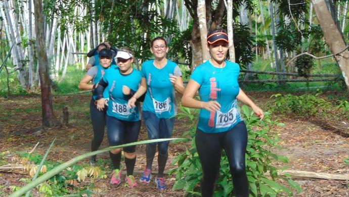 Participantes percorreram trilhas na mata e travessias em mangue e igarapé (Foto: Corrida na Selva/Divulgação)