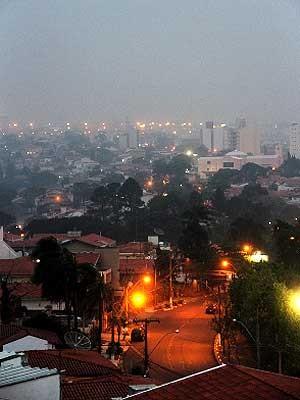 Chegada de frente fria causa chuva em Campinas (Foto: Tom Costa/VC no G1)