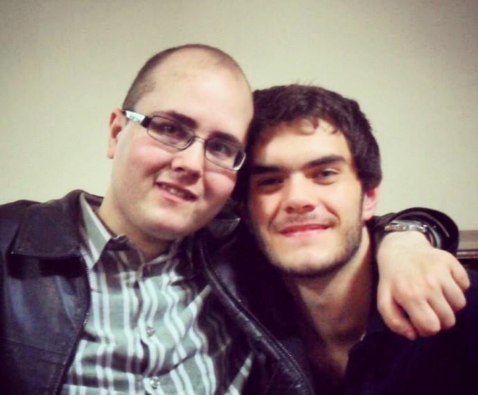 Marcelo com o irmão para quem dedicou a apresentação na última Audição (Foto: Arquivo pessoal)