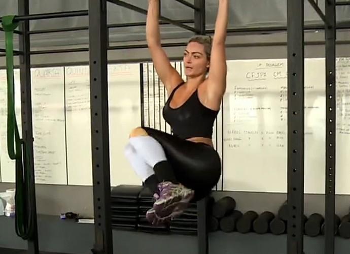 Laura Keller pratica crossfit com um personal (Foto: Vídeo Show / Gshow)