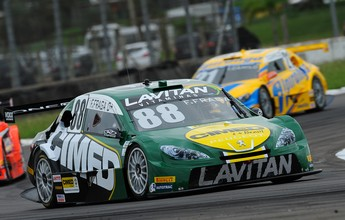 Felipe Fraga larga em terceiro na oitava etapa da Stock Car