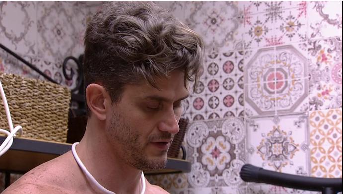Marcos na despensa (Foto: TV Globo)