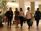 Anitta e Dani Calabresa se encontram em shopping no Rio