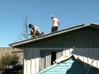 População trabalha para reconstruir cidades atingidas por tornado em SC