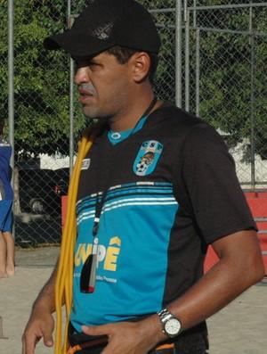 Clube paraibano CSP treinando em praça pública de João Pessoa Preparador Físico Bruno Araújo Atacante Soares (Foto: Yordan Cavalcanti)