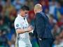 Mesmo sem CR7 e Bale, James deve seguir no banco diante do Sevilla