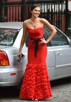 Irina Shayk recorre a truque em vestido para sessão de fotos em NY