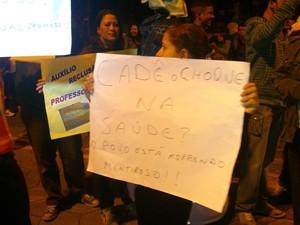 Manifestantes alegam não tolerar mais desculpas dos políticos. (Foto: Juliana Scarini/G1)