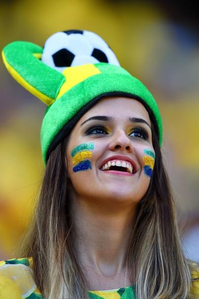 Uma representante de peso no time das belas torcedoras brasileiras
