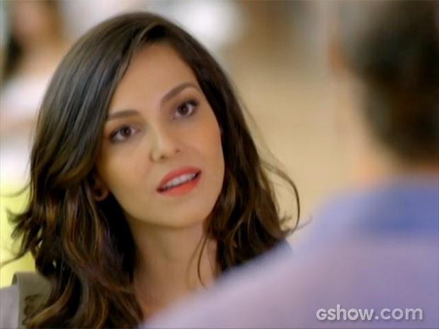 Marina não esperava o pedido de Cadu (Foto: Em Família/TV Globo)