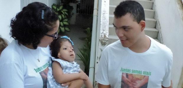 Pedro é um dos xodós do grupo; mesmo sem juntar palavras, se faz entender (Foto: Katherine Coutinho / G1)